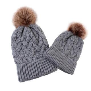 Zimné čiapky pre mamičku a dieťa s brmbolcom – set (rôzne farby)